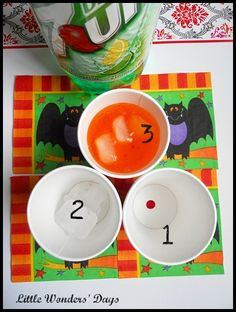 Little Wonders' Days: Halloween Potion Drinks and Pizza Night Halloween Potions, Halloween Drinks, Holidays Halloween, Halloween Kids, Halloween Themes, Halloween Crafts, Happy Halloween, Halloween Decorations, Halloween Party