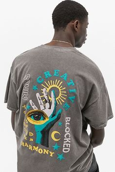 Shop UO Blocked Mind Washed Black T-Shirt at Urban Outfitters today. Graphic Tee Outfits, Cool Graphic Tees, Graphic Shirts, Printed Shirts, Vintage Graphic Tees, Graphic Design, Design T Shirt, Tee Shirt Designs, Urban Outfitters Men