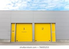 Industrial Warehouse Yellow Roller Doors : photo de stock (modifier maintenant) 76695253