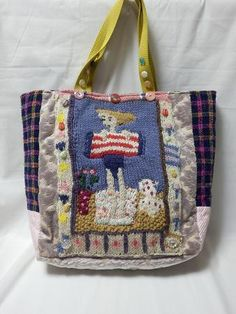 可愛い少女の編みこみのニットをバッグに付けて可愛く生地をまとめてみました。まちもたっぷりあって、お稽古バッグにぴったりです。楽しくなること請け合いです。A4サ... ハンドメイド、手作り、手仕事品の通販・販売・購入ならCreema。