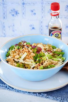 Chinakohlsalat mit Mie-Nudeln Here, the Asian Mie noodles do not come cooked, but roasted in the Chinese cabbage salad – which not only leads to crispy, but also to unforgettable taste moments! Greek Recipes, Asian Recipes, Ethnic Recipes, Chinese Recipes, Pasta Salad Recipes, Noodle Recipes, Mie Noodles, Chinese Cabbage Salad, Pasta Al Pesto