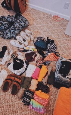 Vacation packing guide – what to pack for a one week spring vacation! Road Trip Packing, Vacation Packing, Packing Tips For Travel, Travel Checklist, Travel Kits, Spring Vacation, Summer Travel, Summer Aesthetic, Travel Aesthetic