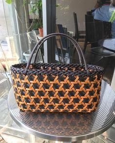 #ハンドメイド #クラフト #籠 Basket Weaving Patterns, Japanese Bamboo, Bamboo Art, Plastic Baskets, Basket Bag, Weaving Art, Waterproof Fabric, Leather Working, Wicker