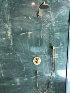 Green Marble 038 Brass Our Loft 2 0 shower in br Beige Marble, Black Marble, Green Marble Bathroom, Marble Bathrooms, Marble Ball, Small Shower Remodel, Fiberglass Shower, Marble Painting, Small Showers