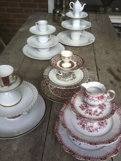 Treasures from the thriftshop Vintage Diy, Vintage Crafts, Teacup Crafts, Cake And Cupcake Stand, Cake Stands, China Crafts, Old Plates, Cake Platter, Making Glass