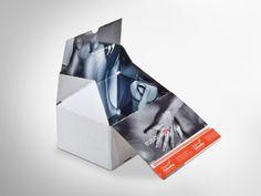 Es muss ja nicht gleich jede/r wissen, was bestellt wurde. Deshalb ist diese ColomPac®-Versandverpackung außen komplett weiß, dafür innen mit offsetkaschiertem Design. Mit Selbstklebeverschluss und Aufreißfaden und Z-Faltung an den Seiten für Eingriffschutz. Klimaneutral produziert und FSC® - zertifiziert. • #Dinkhauser #colompac #offset #packaging #wellpappe #nachhaltig #plasticfree #keinplastik #klimaneutral #recycling #verkaufsverpackung #ecommerce #onlineshops