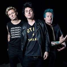 #greenday #greendayforever #greenfamily #idiotnation #gd #greendayismylife #trecool #tre #mikedirnt #mike #jasonwhite #jason #jeffmatika #billiejoearmstrong #punk #punkrock #oldschool #oldschool_greenday @trecool @mikedirnt @billiejoearmstrong @jeffmatika @jw_revrad #trio #revolutionradio #wearerevolutionradio #new #revrad #revolutioncar