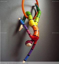 Acrobata colorida en aro