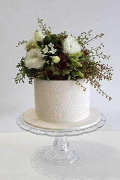 "Faye Cahill Cake Design ""rambling fresh flowers"""