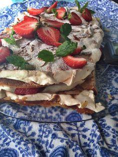 Mansikkainen britakakku Piece Of Cakes, Something Sweet, No Bake Desserts, Caprese Salad, Baking Recipes, Sweet Tooth, Food And Drink, Favorite Recipes, Sweets