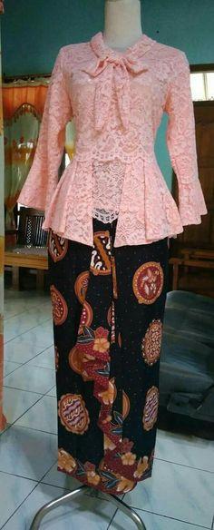 Style hijab wisuda 48 new ideas Modern Hijab Fashion, Batik Fashion, Muslim Fashion, Kebaya Modern Dress, Kebaya Dress, Model Rok Kebaya, Model Kebaya Brokat Modern, Eyeshadow Brown Eyes, Dude Perfect