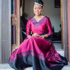 African Fashion Ankara, African Print Dresses, African Dress, African Prints, Xhosa Attire, African Attire, Traditional Wedding Cake, Traditional Dresses, Chitenge Outfits