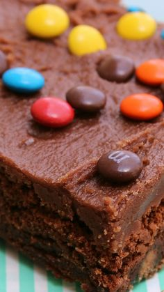 Millionaire Brownies a double-chocolate brownie, loaded with regular, peanut butter and pretzel M&M's®. Bar Recipes, Brownie Recipes, Sweet Recipes, Dessert Recipes, Best Brownies, Chocolate Brownies, Chocolate Desserts, Just Desserts, Delicious Desserts