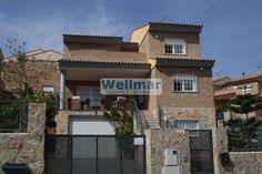 Descubre esta casa en venta en Santo Domingo, Calicanto, con todas las comodidades que puedas imaginar, calidades excelentes y muy cerca de Valencia.