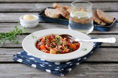 Minestronesuppe med tomat, kylling og bacon