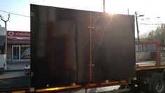 Plywood katmanlı ağaç tabakalarından oluşan bir ahşap paneldir. Hafif olmasına karşın çok dayanıklıdır. Ahşap ambalaj sektöründe yakın zamanda fazlası ile rağbet gören plywood dayanıklılığı ile dikkat çekmektedir