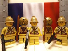 5x WWII LEGO French soldiers with Sten's, M1A1, Lee Enfield's and Binoculars