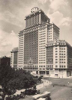 El edificio España poco antes de inaugurarse, 1953. Autor desconocido