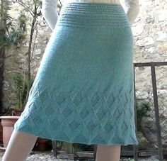 Illusion Céleste Skirt pattern by Trina Obino Knit A-line skirt - I would love to one day be able to knit this AND wear it. History of Knitting String rotating, we. Vogue Knitting, Loom Knitting, Hand Knitting, Skirt Pattern Free, Knit Vest Pattern, Crochet Skirts, Knit Skirt, Crochet Woman, Knit Crochet