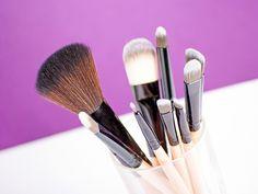 Descubre cuáles son las brochas y pinceles de maquillaje que mejor se adaptan a tus necesidades y elabora tu kit personalizado