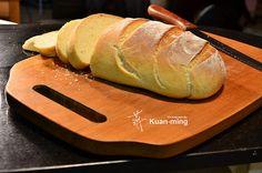 「布魯姆 Bloomer 麵包」是最基本的麵包,材料很簡單,就只要高筋麵粉、酵母粉、鹽巴、冷開水、加上一點油。
