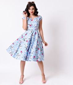 People are buzzing about Belinda, dames! A dazzling dusty blue vintage swing dress style blooming with a beautiful spring floral print, the Belinda dress from Hell Bunny is a fragrant summer dress. With a notched neckline and short cap sleeves, the femini