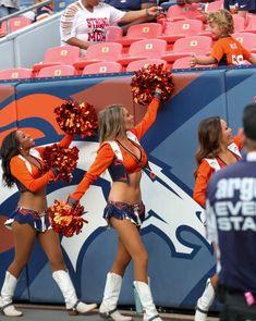Famous Cheerleaders, Denver Bronco Cheerleaders, Denver Broncos, Professional Cheerleaders, Beautiful Athletes, 365days, Ocean City, American Women, Football Team