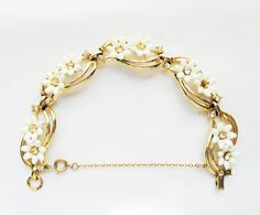 Coro White Daisy Flower Bracelet Vintage by TheGoodTimeShop, $22.00