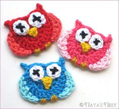 Cute little owl appliques, free pattern from Natas Nest. Scroll down page for English version. . . . . ღTrish W ~ http://www.pinterest.com/trishw/ . . . . #crochet
