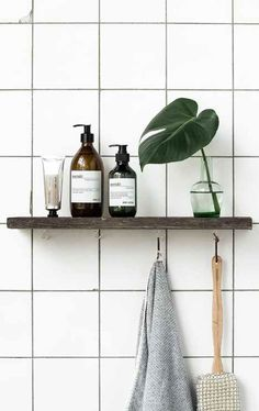 Minimalist bathroom Decor - Tips For Decorating A Small Rental Bathroom. Bad Inspiration, Bathroom Inspiration, Interior Inspiration, Bathroom Ideas, Shower Ideas, Bathroom Designs, Bathroom Renovations, Small Rental Bathroom, White Tiles Black Grout