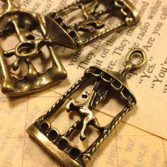 【サイズ】  縦34mm×15mm【入り数】  3個セット【詳細】  可愛らしいメリーゴーランドの金属チャームです  韓国製:細部までとても綺麗な...|ハンドメイド、手作り、手仕事品の通販・販売・購入ならCreema。