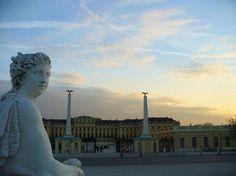 Et voici la déclinaison autrichienne de notre Versailles national. Classé au patrimoine mondial de l'Unesco depuis 1996, le château de Schönbrunn, dans le centre de Vienne, offre un formidable témoignage du cadre de vie de la famille impériale. Considéré comme l'un des plus importants châteaux baroques en Europe, il illustre l'ascension et la gloire des Habsbourg.  ©  Manuel Thuault