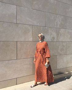 Hijab Outfit Trend You Need To Try in Early 2020 – Hijab Fashion 2020 Hijab Fashion Summer, Modest Fashion Hijab, Modern Hijab Fashion, Hijab Fashion Inspiration, Muslim Fashion, Hijab Outfit, Dress Outfits, Maxi Dresses, Hijab Dress