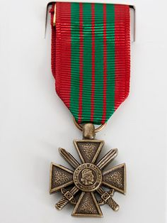 http://www.mycollectors.co.uk/StockPhotos/mini_medals/World/Croix-de-Guerre-French-WW2-lge.jpg