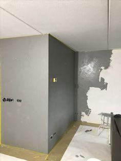Aanbrengen van #betonlook #stucco #beton #wand www.stucadoorstiens.nl