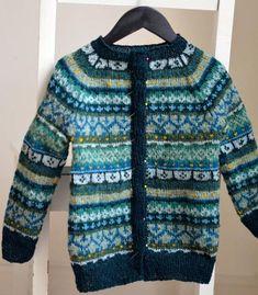 Barnejakka Land og Strand oppskrift - Strikk innom! Knitting Wool, Knitting For Kids, Free Knitting, Baby Knitting, Vintage Knitting, Fair Isle Knitting Patterns, Fair Isle Pattern, Punto Fair Isle, Knit Jacket