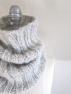 Last weekend, in between knitting hats for 25,000 Tuques, I decided to cast on a cowl in one of my new favourite yarns. DROPS Cloud is a deliciously light blend of baby alpaca and cozy merino wool.…