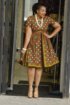 Robe2 African Formal Dress, Short African Dresses, Latest African Fashion Dresses, African Print Fashion, African Attire, Traditional Dresses Designs, Traditional African Clothing, Chitenge Outfits, African Print Dress Designs