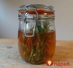 Rosemary and Nettle Vinegar Hair Rinse Vinegar Hair Rinse, Vinegar For Hair, Raw Apple Cider Vinegar, Korn, Herbal Remedies, Health And Beauty, Herbalism, Ale, Herbs