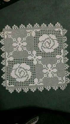 This Pin was discovered by E. Crochet Patterns Filet, Knitting Paterns, Crochet Diagram, Crochet Motif, Crochet Doilies, Knit Crochet, Crochet Cushions, Crochet Tablecloth, Unique Crochet