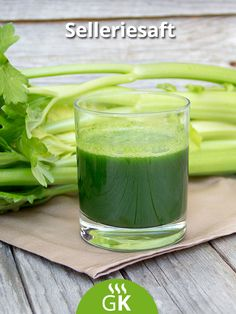 Is celery juice good for you? What are the benefits of celery juice? Some swear by it as a cleanse or to lose weight. Healthy Mind, Healthy Weight Loss, Celery Juice Benefits, Healthy Diet Recipes, Healthy Eats, Jus Detox, Cocktails, What To Cook, Dietitian