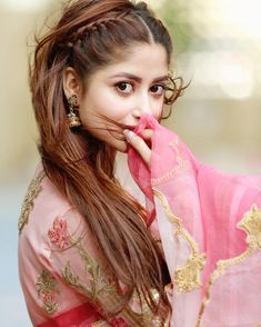 Sajal Aly is literally taking our breaths away by donning the pink floral dress with that eye look🌸🌸 👗 Pakistani Models, Pakistani Girl, Pakistani Actress, Pakistani Dresses, Sajal Ali, Beautiful Girl Image, Most Beautiful Women, Beautiful Smile, Bridesmaid Hair Updo