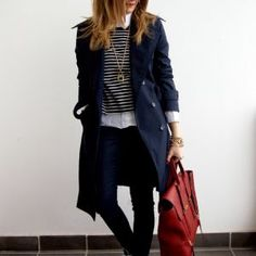 Classic trench coat outfit with layering Mode Outfits, Casual Outfits, Fashion Outfits, Womens Fashion, Fashion Boots, Cozy Winter Outfits, Spring Outfits, Skinny Jeans Negros, Jeans Skinny
