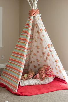do it yourself divas: DIY Teepee. Cheapest DIY teepee I've seen. I'm thinking I could wrap the PVC with yarn to hide the ugly.