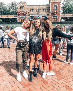 With Jessica Howell and Jesse Blondin Disney Day, Disney Trips, Disney Magic, Disneyland Photos, Disneyland Outfits, Theme Park Outfits, Disney World Christmas, Disney World Outfits, Cute Disney Pictures