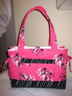 Pink & Black Bow-Tucks Tote, via Flickr. Bags Sewing, Sewing Ideas, Bag Tutorials, Pink Black, Tote Bags, Purses And Bags, Totes, Quilting, Crafting