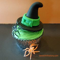 Witch Hat Cupcakeshal