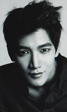 jun.k ... he kinda reminds me of choi jin hyuk !!!