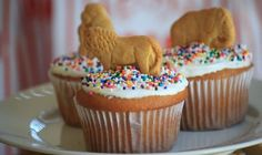 Easy but effective! Animal biscuits on cupcakes. Perfect for a zoo party, circus party or jungle party. Check out our other Kid Birthday Party Ideas.