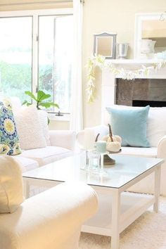 Six Talented Blogger's come together for a great tour. Join us for lots of great ways to freshen your home with summery decor.